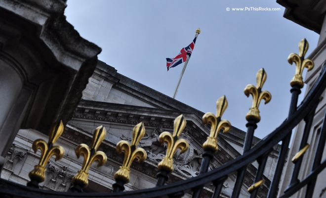 Flag on Queen Palace