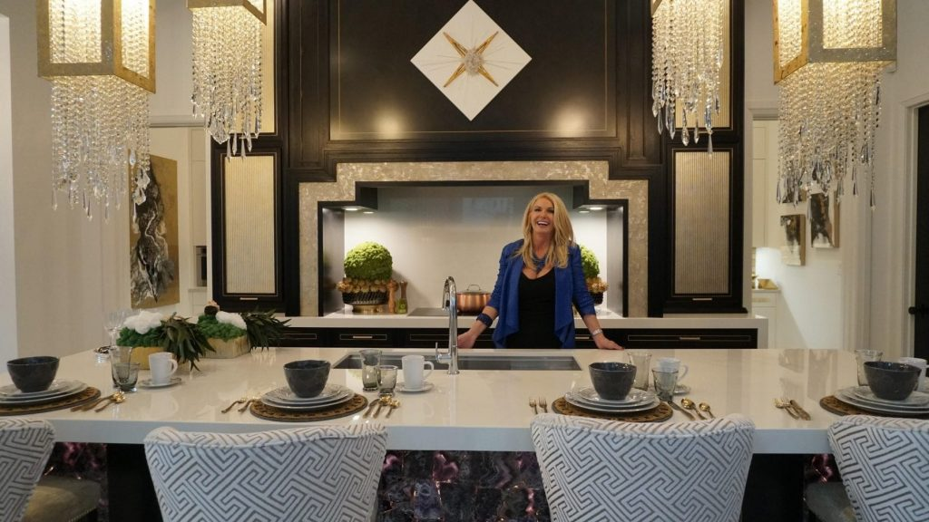 Even Though Cookies Coffee And Takeout Are The Only Thing On This Queen S Menu Donna Was Inspired To Create A Kitchen Layout That Would Make Home