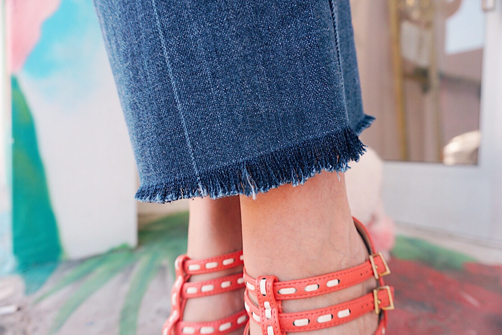 how to make frayed jeans
